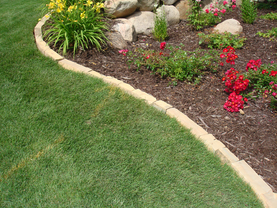 Cn 39 r lawn n 39 landscape landscape edging for Garden trim
