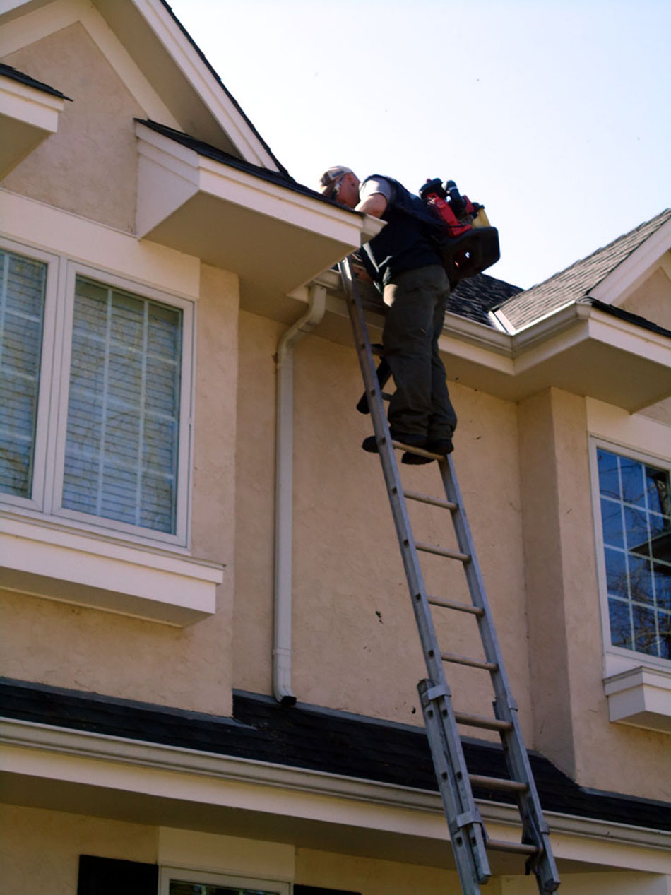 Cnr Gutter Cleaning Service